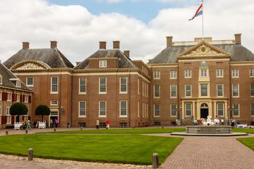 Voorzijde van paleis Het Loo in Apeldoorn