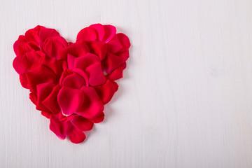 Cuori di petali di rosa