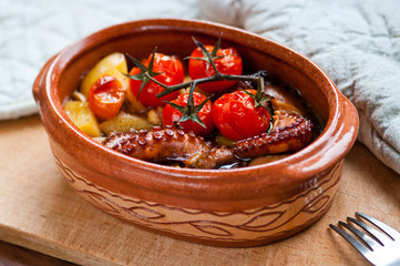Octopus baked with tomatoes and potatoes