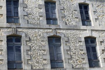 façade d'immeuble en pierre
