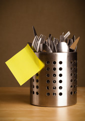 Empty post-it note sticked on cutlery case