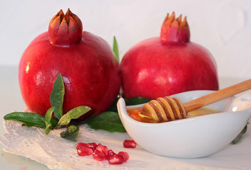 rosh hashanah symbols - honey and pomegranate