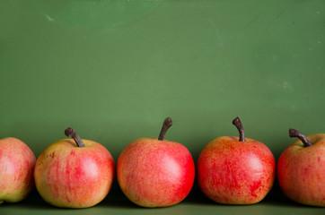 Äpfel, Holztafel
