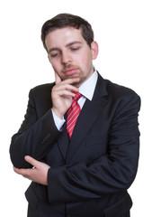 Geschäftsmann im schwarzen Anzug ist gestresst