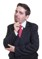 Netter Geschäftsmann im schwarzen Anzug