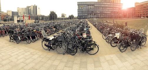 Biciclette al parcheggio in Amsterdam