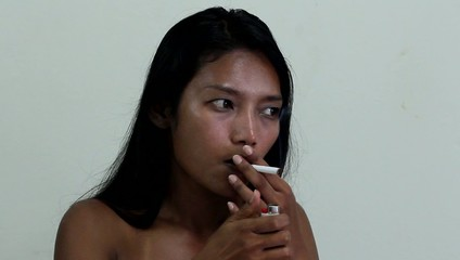 woman refuse cigarette