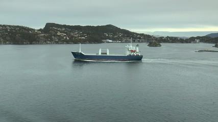 cargo dans les fjords