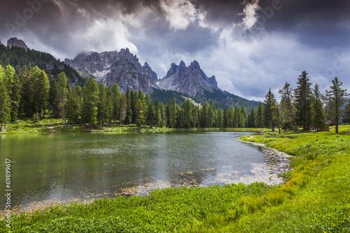 piekny-ranek-na-jeziornym-antorno-wlochy-alps-tre-cime-di-lavar