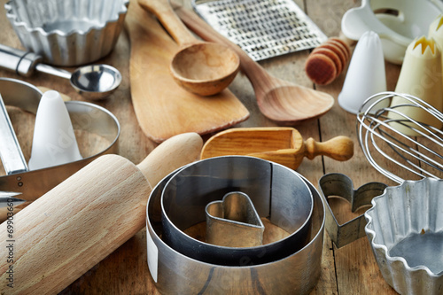 kitchen utensil - 69903660