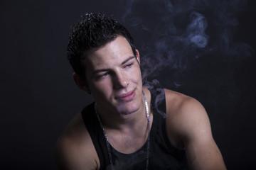 Bel ragazzo che fuma
