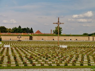 Gräber am KZ  Theresienstadt