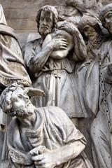 Горельеф  Мельхиседек встречает Авраама с плененными царями.
