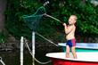 Kleiner Junge im Fischerboot