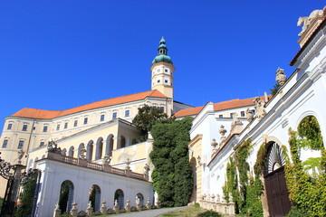 Blick auf Schloss Nikolsburg in Mikulov (Tschechien)