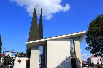 Die moderne Wenzelkirche in der Stadt Breclav (Tschechien)