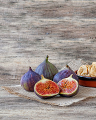 Fresh figs cut in half with whole figs in the back