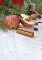 pomme et bâtons de cannelle