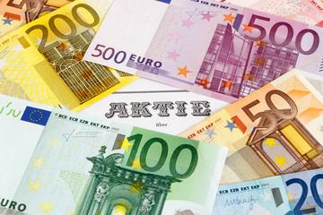 Aktie mit Geldscheinen umrandet