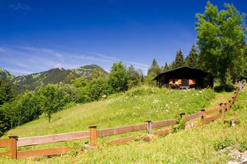 einsame Hütte in den bayrischen Bergen