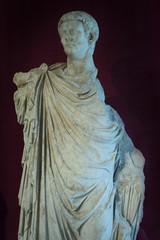 statua marmorea di epoca romana