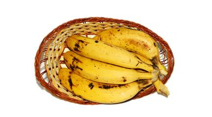 Cesta de mimbre con plátanos