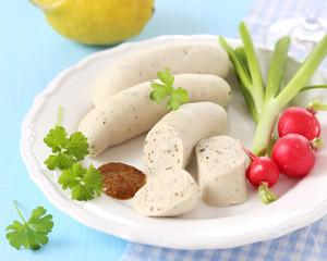 Oktoberfest: Weißwurst und Gemüse