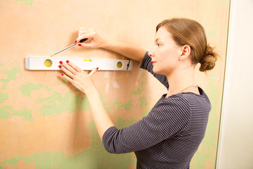 young woman using a spirit level.