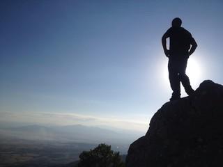 yüksek kayalıklardan izlemek