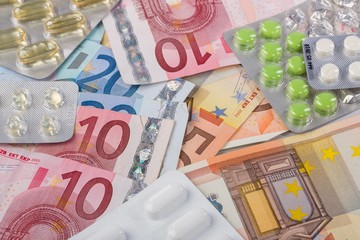 Tabletten und Geld