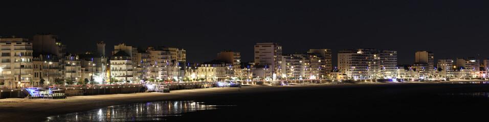 Panorama du remblai des Sables d'Olonne de nuit