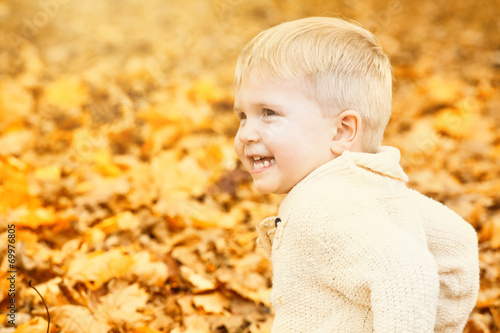 canvas print picture sweet child sitting autumn