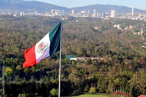 Fotobehang Mexico Giant Mexican national flag flay above Mexico City
