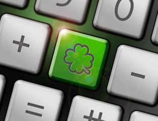 Vierblättriges Kleeblatt auf Tastatur