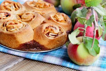 yeast apple cake