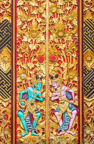Foto op Plexiglas Indonesië Ancient wood carving with paint at inner part Ulan Danu temple