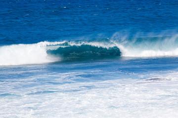 vague bleue déferlante, île de la Réunion