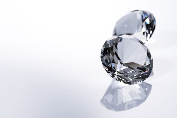 白背景にダイヤモンド