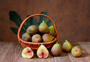 Fresh figs in a wicker basket