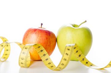 zwei äpfel mit maßband