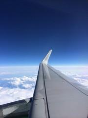 небо и облака, вид из самолета