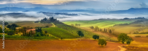 Leinwanddruck Bild morning fog in Tuscany