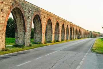 Acquedotto Mediceo di Pisa, costruzione pilastri e archi
