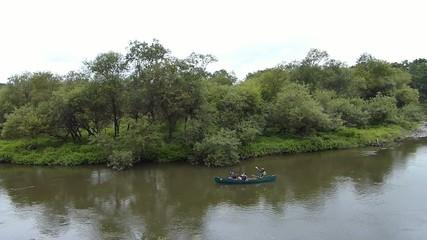 ラムサール条約登録湿地・釧路湿原の釧路川をカヌーで川下りの様子
