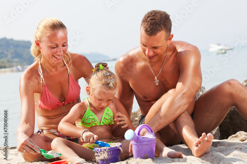 canvas print picture Happy family on the beach