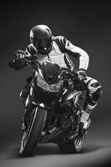 Motorrad Rennfahrer vor schwarzem Hintergrund #01