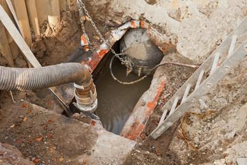 Sanierungsarbeiten an einem alten Abwasserkanal