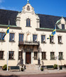 canvas print picture - Haus mit Fahnen in Schweden