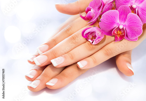 Poster, Tablou french manicure with orchids