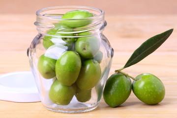 Vasetto di olive verdi